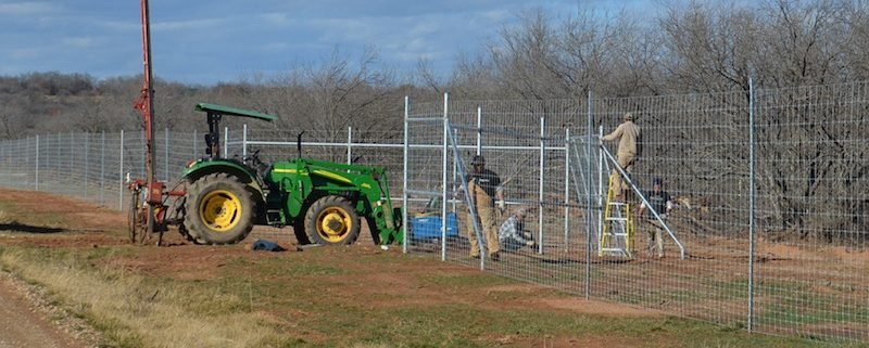 Game Fence Install W Hitter Tejas Ranch Amp Game Fence